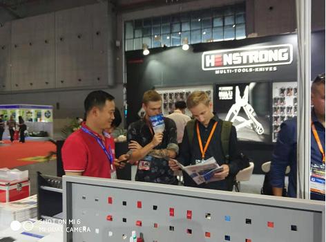 工具柜厂家天金冈上海五金展受到无数外国友人青睐