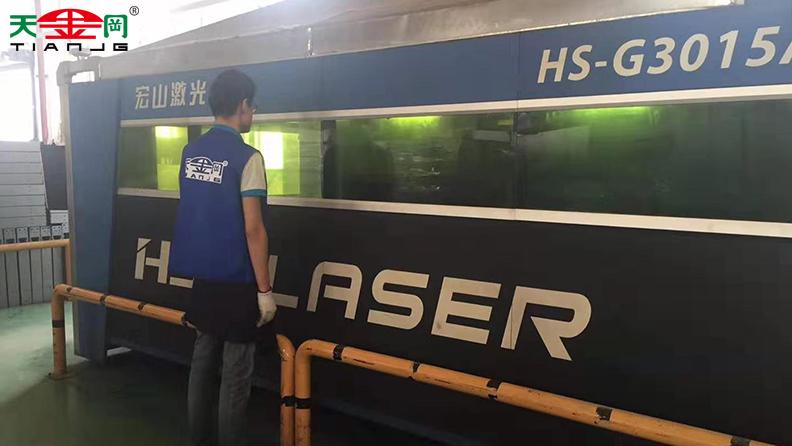 工具柜厂家天津干拥有激光切割、数控冲床等几十条生产线