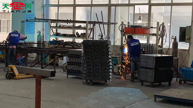 工具柜厂家天金冈向客户360度全程展示生产全过程!