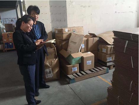 工具柜厂家天金冈技术经理周艳玲女士近距离勘测上海悦家工厂
