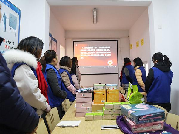 天金冈团队观看消防安全视频