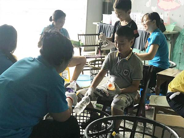 车间工具柜厂家天金冈参与垃圾分类,体验公益环保