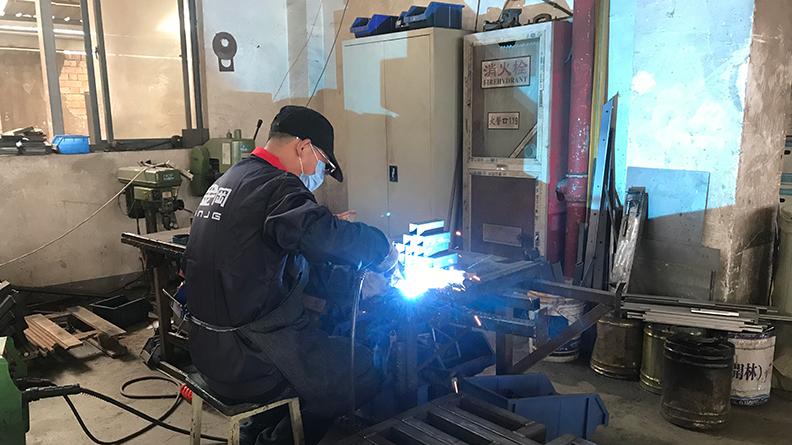 天金冈工具柜-百炼成钢
