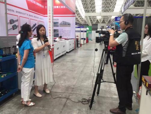 天金冈周艳玲女士受邀接受寻匠之心《溯源》栏目组采访