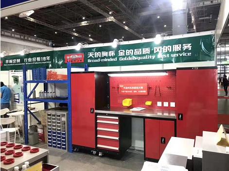 中国国际五金展第一天,在L129展位的工具柜厂家天金冈人气爆棚