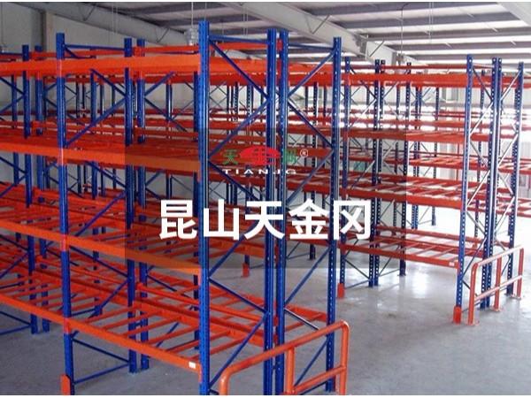 货架定制厂家天金冈告诉你仓储货架为什么选用Q235钢材?
