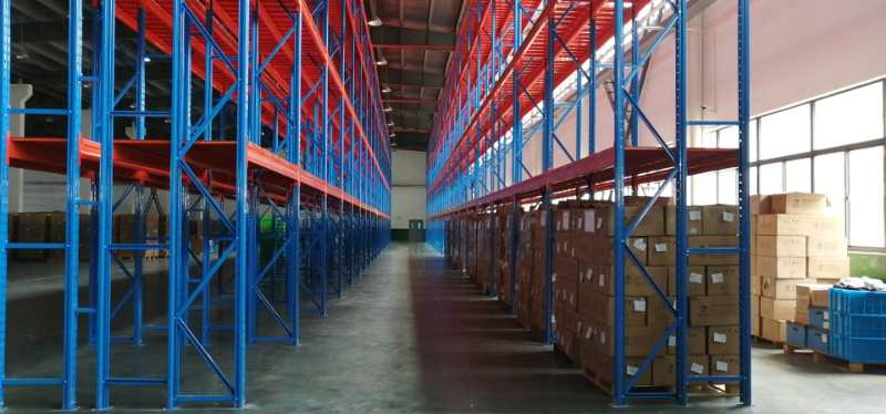 备件仓储货架图片